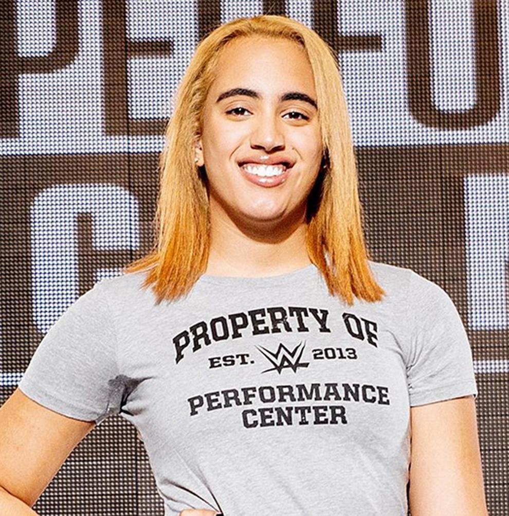 Simone Johnson ingresa al WWE Performance Center