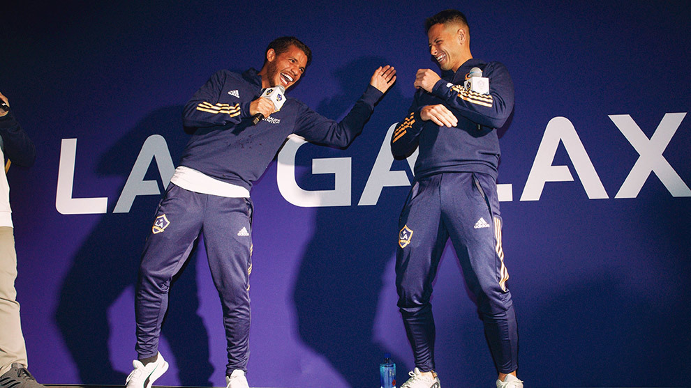 Jonathan dos Santos y Javier Hernández