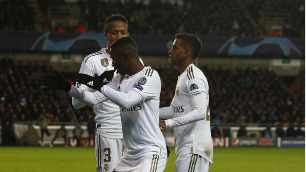 Rodrygo, Vinícius y Militao celebran un gol con el Madrid.