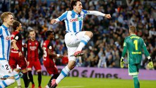 Oyarzabal celebra el primer gol de la Real ante el Mirandés. /