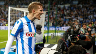 Odegaard celebra el 2-1 tras su gol.