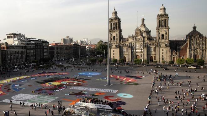 Se alista fiesta en el Zócalo.
