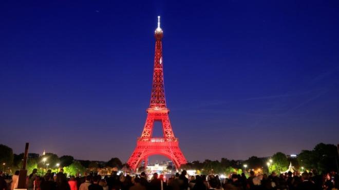 Torre Eiffel presente el mes del Amor y Amistad.