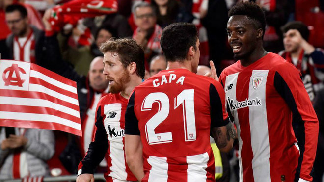 Los jugadores del Athletic, durante el choque de Copa.