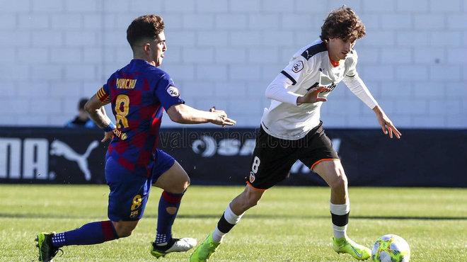 Carlos Pérez, durante un partido con Mestalla.