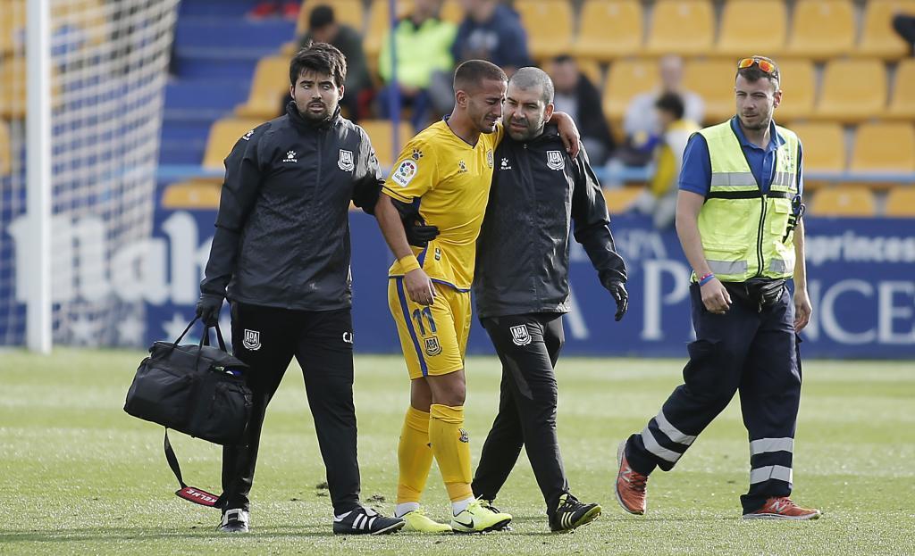 Ernesto se marcha lesionado en un partido del Alcorcón en Santo...
