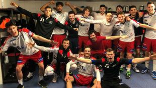 Los jugadores del Logroño celebran una victoria /
