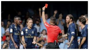 La roja a Modric en Balaidos.