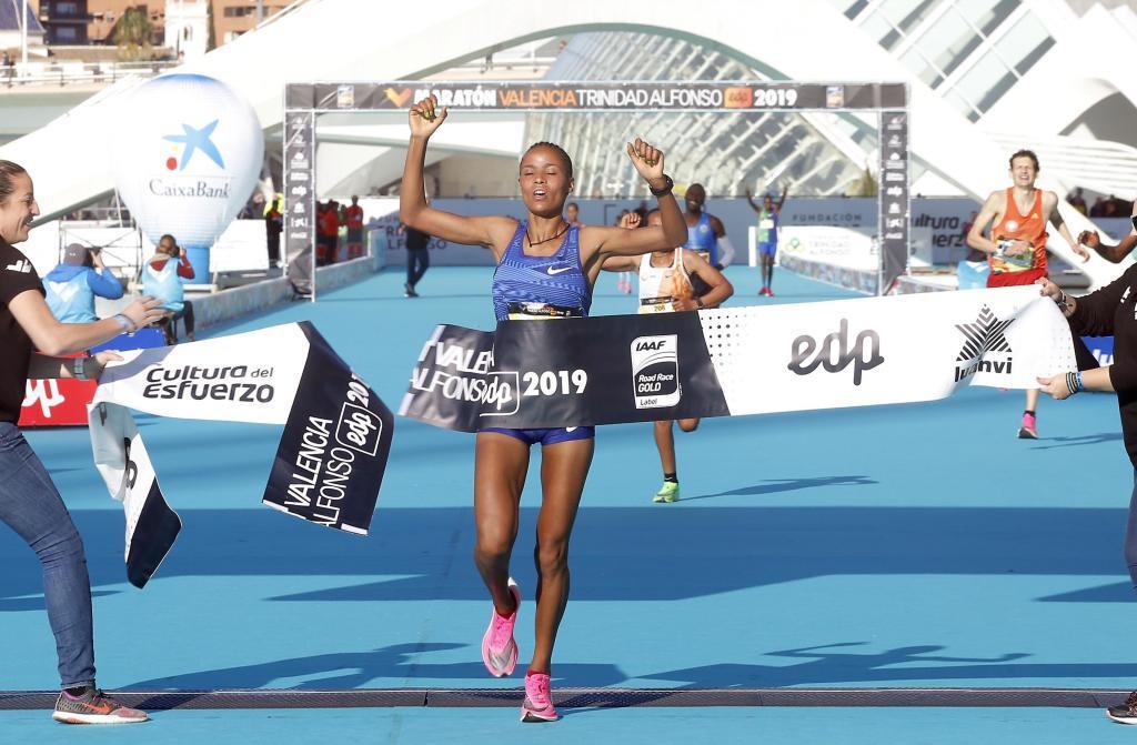 Dereje, ganadora del Maratón Valencia Trinidad Alfonso 2019