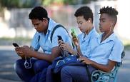 Vinculan el uso de móviles y de redes sociales con la salud mental...