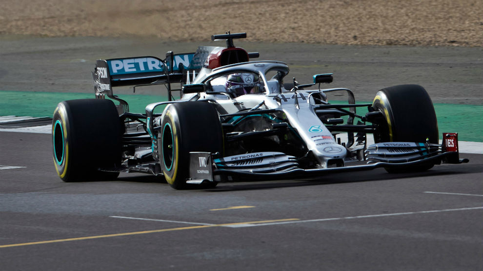 Hamilton, en Silverstone, con el Mercedes W11.