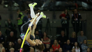 Armand Duplantis rompe su propio récord mundial en salto con garrocha