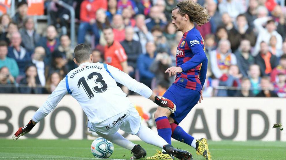 Griezmann supera a David Soria para marcar el 1-0 al Getafe.