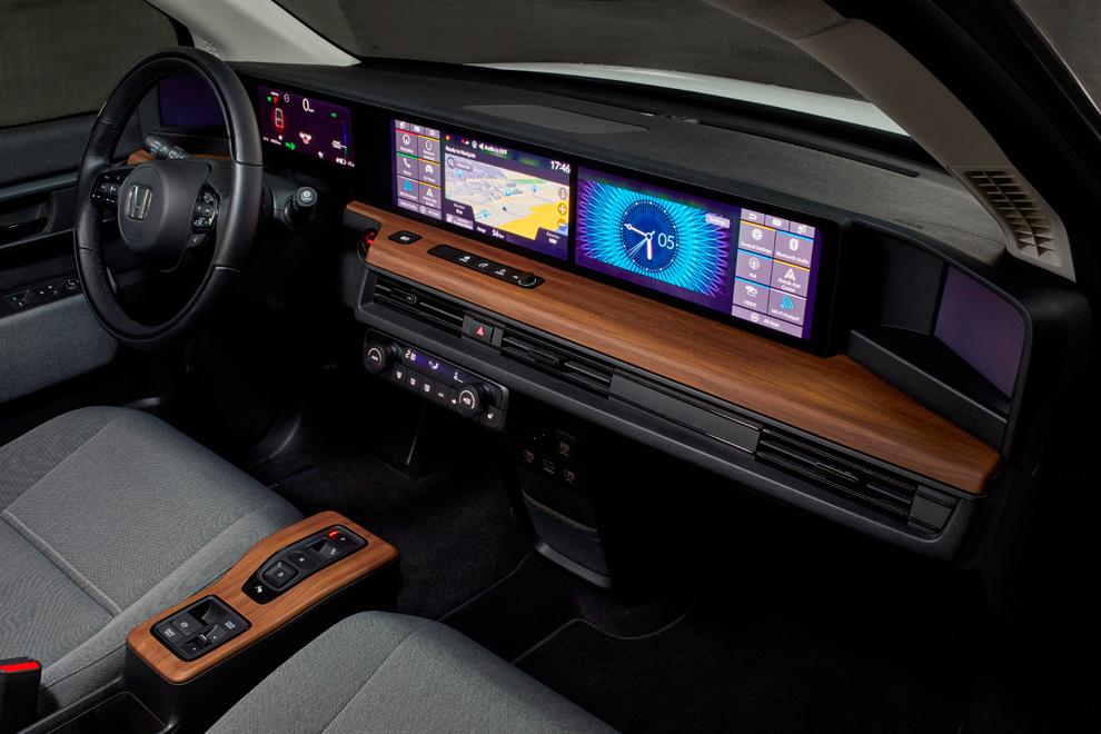 Hasta cinco pantallas tenemos en el habitáculo del Honda e.