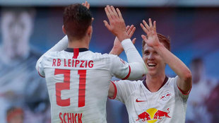 Schick y Dani Olmo celebran el gol del delantero checo.