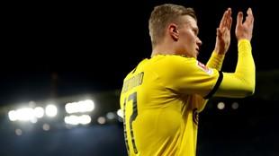 Haaland celebra un tanto con el Dortmund