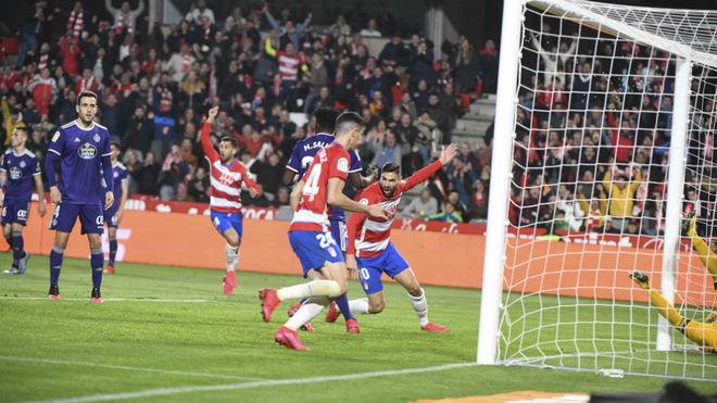 Puertas celebra el gol del empate del Granada.