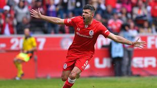 Emmanuel Gigliotti celebrando su gol tempranero.