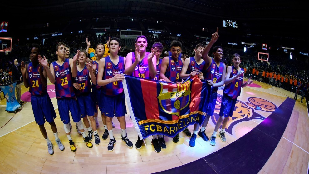 Los jugadores del Barcelona celebran el triunfo en la Minicopa.