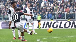 Dybala lanza la falta con la que abre el marcador ante el Brescia