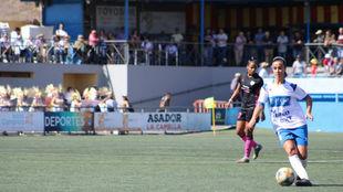 Lance del partido entre Granadilla y Madrid CFF en La Palmera.