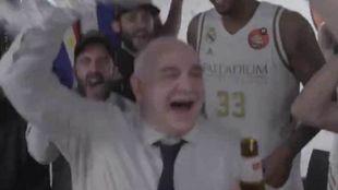 Laso celebra el triunfo con sus jugadores