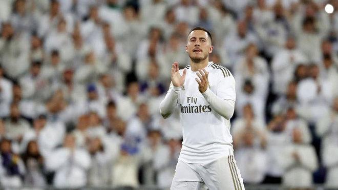 Eden Hazard, saludando a la afición.
