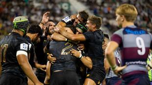 Los jugadores de Jaguares celebran su triunfo