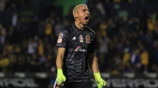 Nahuel Guzmán celebra un gol de Tigres.