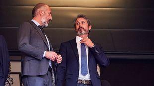 El presidente Elizegi y Alkorta, director deportivo, charlan en el...