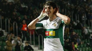 Pere Milla celebra un gol con el Elche