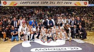 El Real Madrid celebra la Copa del Rey conquistada en Málaga