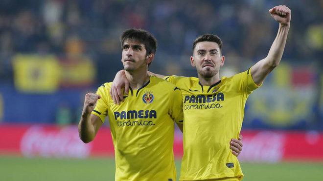 Gerard Moreno y Moi Gómez festejan ante el Levante.