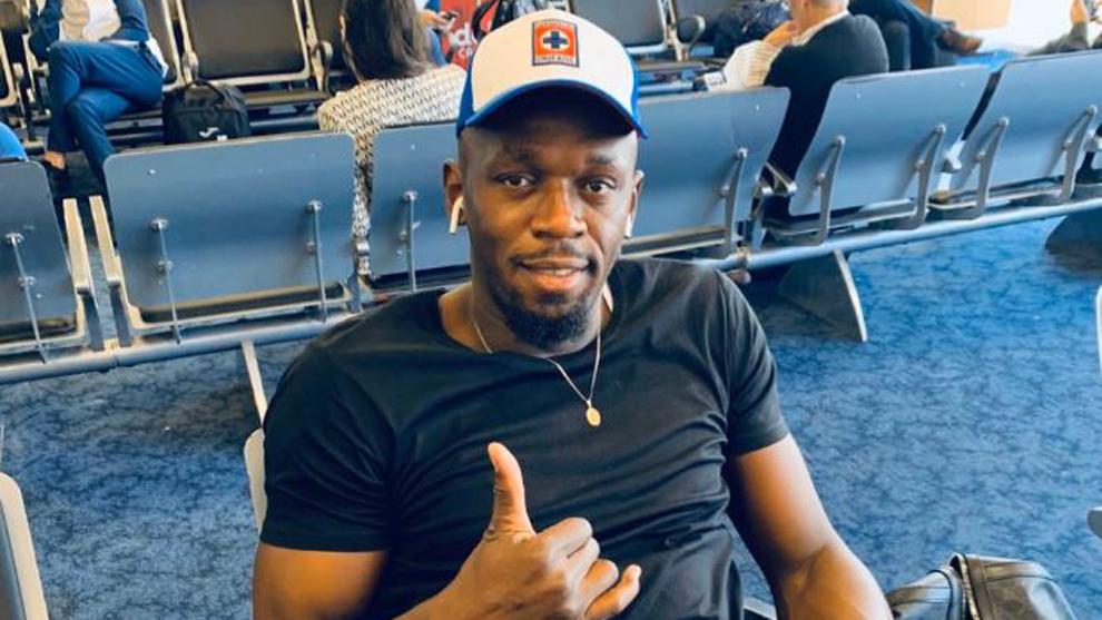 Usain Bolt lució los colores del Cruz Azul.