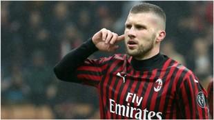 Ante Rebic celebra su gol contra el Torino.