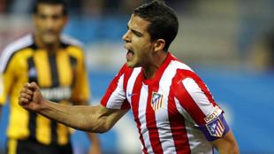 Álvaro Domínguez celebra un gol con el Atlético de Madrid.