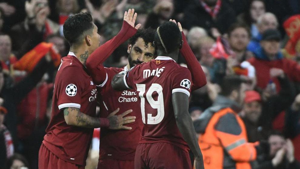Mané, Salah y Firmino celebran un gol del Liverpool.