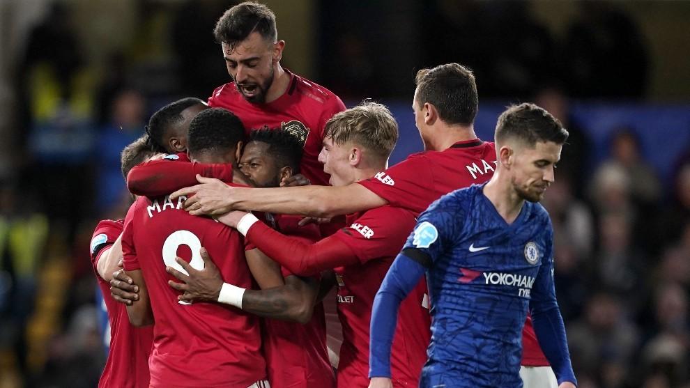 Los futbolistas del United celebran el gol de Martial