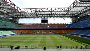 Imagen panorámica del estadio de San Siro desde la grada.