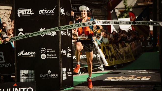 Ainhoa Sanz, a su entrada en meta como ganadora de la Sky Pirineu.