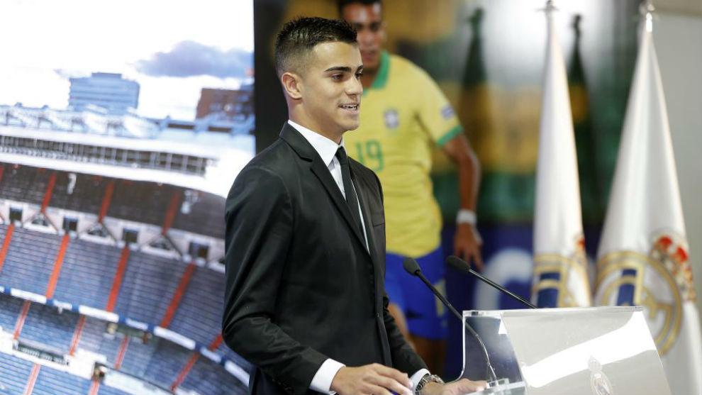 Reinier, durante su presentación en el Bernabéu.