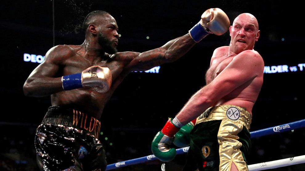 Tyson Fury y Deontay Wilder durante su primera pelea