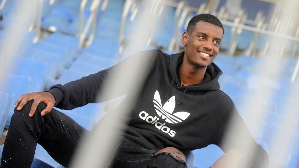 Isak poses in Zubieta for an interview with MARCA.