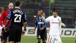 Villa discute con Materazzi en el partido disputado en 2007 en San...