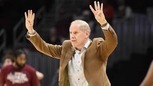 John Beilein, ya ex entrenador de los Cavaliers