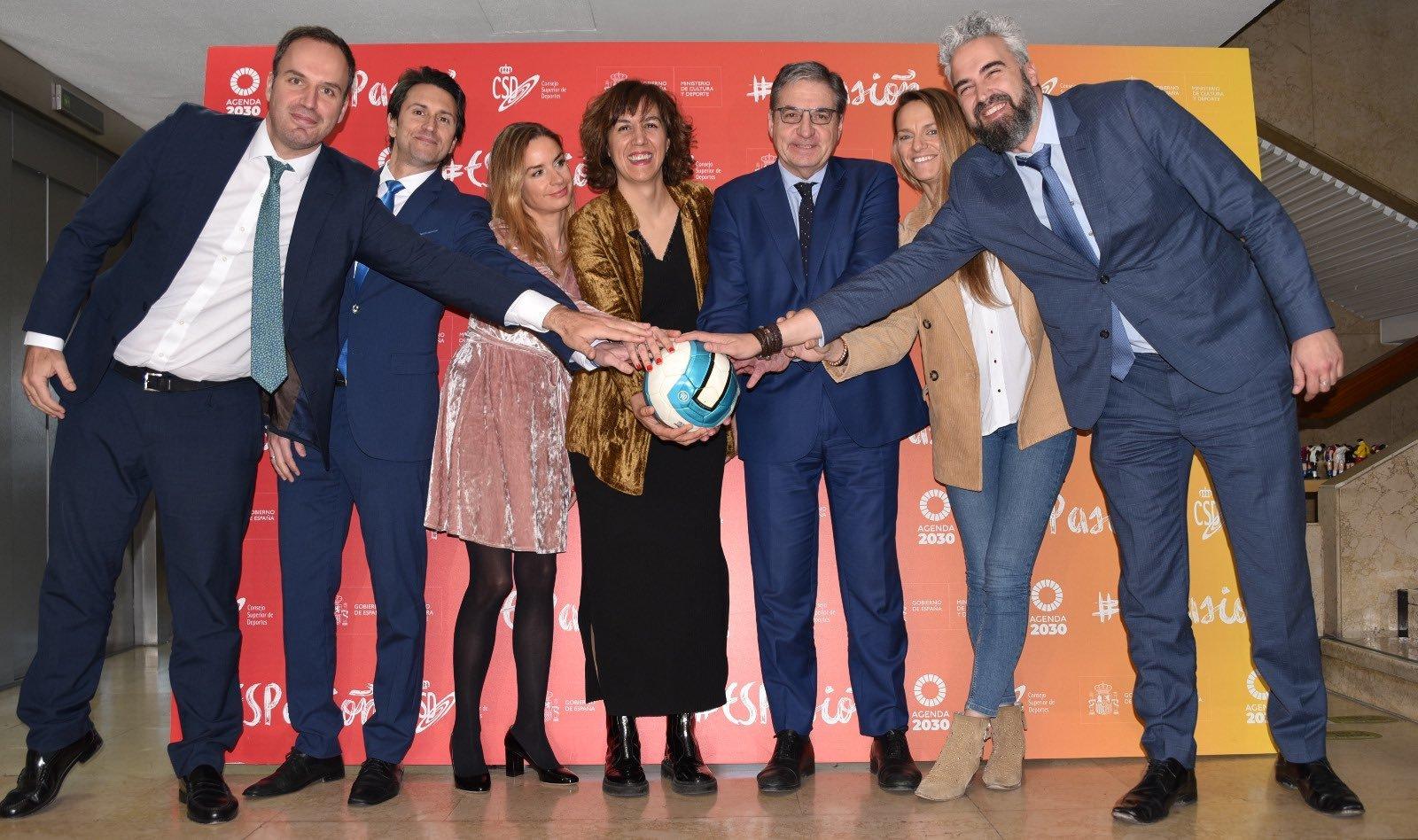 Irene Lozano, presidenta del CSD, con el resto de actores implicados.