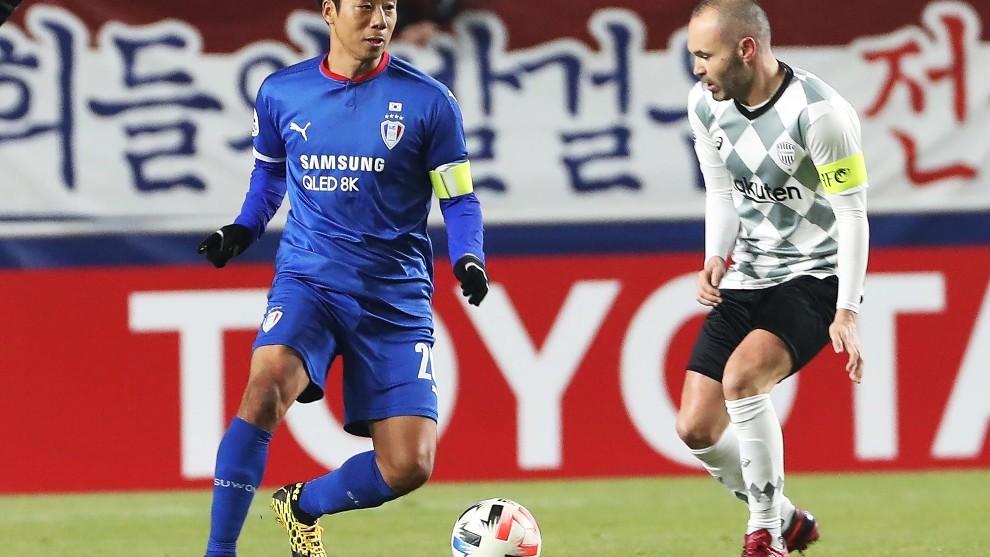 Iniesta, durante el partido contra el Suwon Bluewings surcoreano