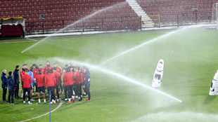 Los jugadores del Sevilla, en el Estadio Dr. Constantin Radulescu.