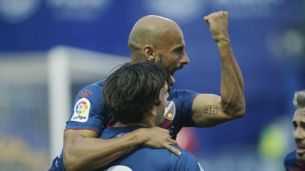 Mikel Rico celebra uno de sus goles con Eugeni