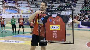 Alberto Val, con un recuerdo de su último club como profesional /